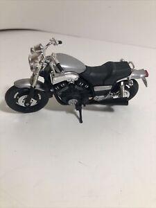 Maisto Yamaha VMAX Black & Silver 1:18 Motorcycle Die Cast