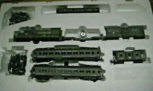 HO MILITARY TRAIN SET #RRM-1220 GP-20 LOCO WITH 6  CARS US ARMY TRAIN SET