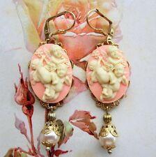 Victorian Cameo orecchini tono oro cammei rosa angeli e perle