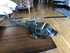 LARGE 21st Century THE ULTIMATE SOLDIER UH-1C Hoghead II Helicopter X-D 1:18 EXC