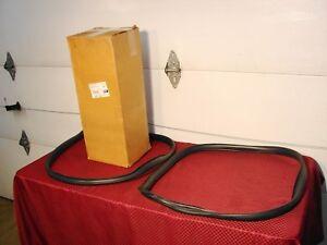 73-91 CHEVROLET GMC SUBURBAN NOS GM BARN DOOR GLASS RUBBER GASKETS