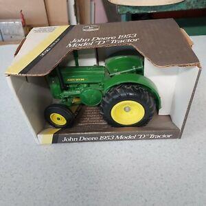 "Ertl Model No.5596 1/16 Scale  Die-Cast Metal, 1953 John Deere Model ""D"" Tractor"
