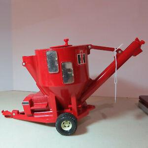 Ertl IH Grinder Mixer Mill made USA 1/16 IH-325-E