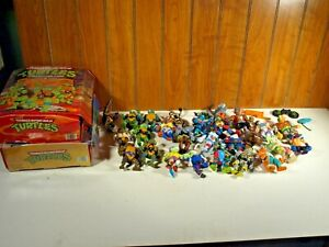 Vintage1988-1991 Teenage Mutant Ninja Turtles 23 Action Figure Lot & 2 Cases