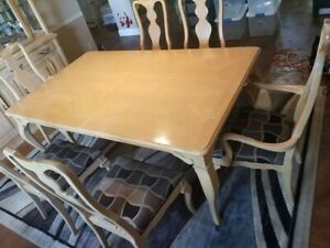 Thomasville Dining Room Set w/ extenders ...Solid wood in good condition!