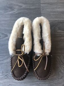 New Minnetonka Women's Piper Booties Slippers Chocolate Suede Size 6