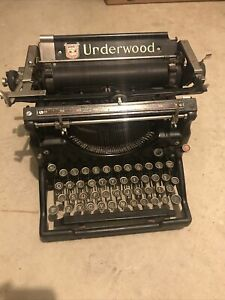 Underwood typewriter - 1924 No.5 GREAT CONDITION - NEEDS RIBBON.. Works Perfect