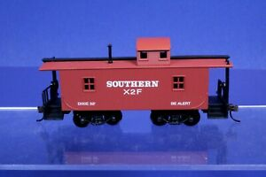 "Model Power HO ATSF Santa Fe X2F 32"" Wood Sided Caboose Car w/ Knuckles 99145"