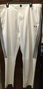 Authentic Brand New Oakley Mens Winter Snowboard Ski Pants Size 40