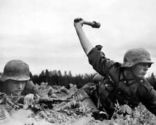 TWO GERMAN INFANTRYMEN IN RUSSIA 8X10 PHOTO WWII 1941