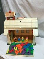 VINTAGE FISHER PRICE LITTLE PEOPLE PLAY FAMILY #923 SCHOOL HOUSE WITH EXTRAS
