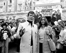 "ROGER MOORE BARBARA BACH IN CANNES ""THE SPY WHO LOVED ME"" - 8X10 PHOTO (ZY-892)"