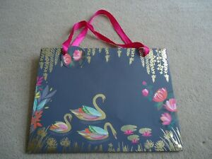 GREY WITH SWANS GIFT BAG GREY WITH PINK RIBBON HANDLES