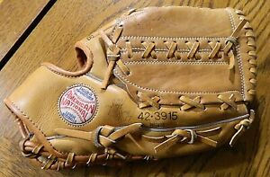 Spalding Babe Ruth 42-3915 Sweetspot Pocket Leather Baseball Glove w/Autographs