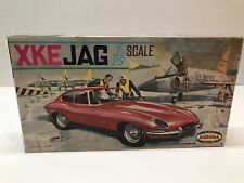 VINTAGE ORIGINAL ISSUE 1960'S AURORA 1/25 SCALE XKE JAGUAR JUNKYARD MODEL KIT
