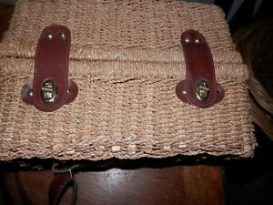 Vintage Wicker Wine Picnic Basket/Carrier/Tote for Two