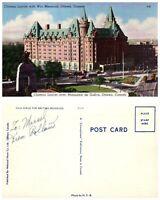 CANADA Postcard Ottawa, Chateau Laurier with War Memorial (A7)