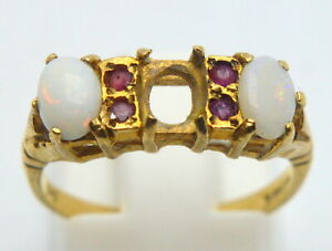 ANTIQUE BRITAIN UK 9 KT. 375 YELLOW GOLD RING WITH NATURAL OPALS & RUBY SCRAP