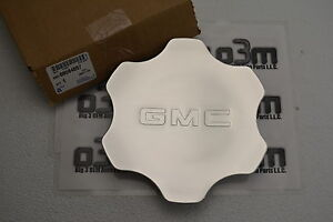 GMC Sierra 1500 Yukon XL Wheel Center Silver Hub Cap with Logo new OEM 9594697