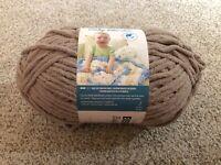 Bernat Blanket Yarn 10.2oz 300g - Sand 1 Skein
