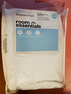 """Room Essentials Cool Touch OekoTex Queen Mattress Pad Waterproof. FitUp To 15"""""""