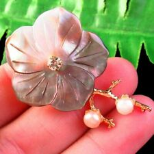 M13867 Carved Natural Gray Shell Pearl Flower Pendant Bead Brooch