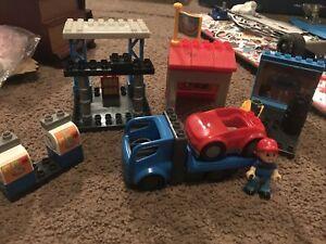 Mega Bloks Blok Town Garage Mechanic Gas Station Lot. Set