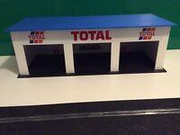 1:32 Scale TOTAL 3x Car Pit Garage Slotcar Building - Scalextric Carrera SCX