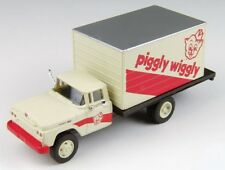 """HO SCALE: 1960 FORD BOX DELIVERY TRUCK-""""PIGGLY WIGGLY"""" CMW 30452 - SPECIAL BUY!"""
