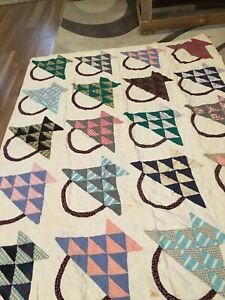 VINTAGE  HANDMADE QUILT WITH BASKETS