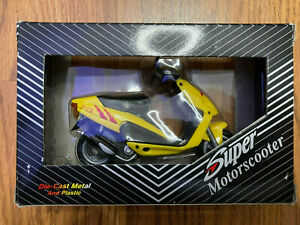 Die-Cast Model Yellow Super Motorscooter Scooter Moped Toy Italy Italian Lira