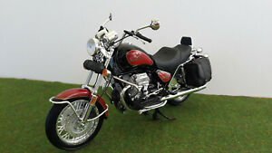 moto MOTO GUZZI CALIFORNIA 1100 i rouge/noir 1/10 MAISTO miniature de collection