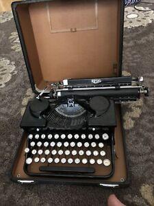 Antique 1933 Royal Portable Vintage Typewriter #P330780