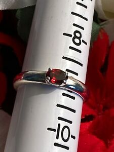 VINTAGE STERLING SILVER SOLITAIRE RUBY RED GEMSTONE RING - SIZE 9