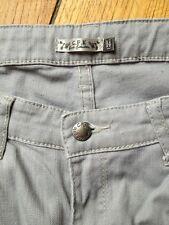 Pantalon Slim Gris Clair CFK Monoprix Et Un Gilet Pailleté Offert