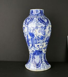 A LARGE CHINESE KANGXI PORCELAIN BLUE & WHITE VASE WITH FIGURES