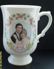 Pretty CORONA QUADRI una tazza di Nascita del Principe William 1982-Boxed