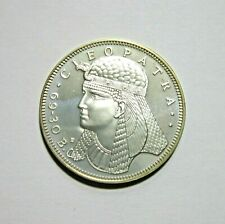 CLEOPATRA, QUEEN OF EGYPT APPEARS BEFORE CAESAR. STERLING SILVER MEDAL, 1972.
