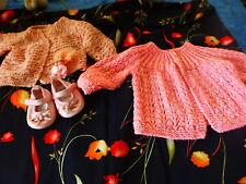 4piéces roses 2gilets neufs tricotés main  bébe , poupon ,chaussures, porte-clé