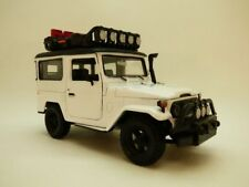 TOYOTA LAND CRUISER FJ40 blanc OFF ROAD 1/24