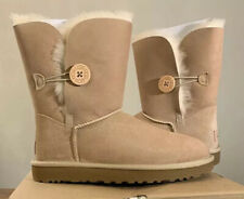 UGG BAILEY BUTTON II SAND SUEDE SHEEPSKIN WOMEN BOOT SIZE 5, 1016226 AUTHENTIC