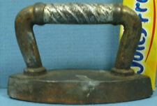 "OLD SMALL CAST IRON TOY SAD IRON JUST 2 7/8"" LONG AND VERY CUTE T90"