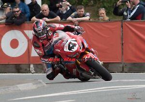 Ian Hutchinson    2018 Isle of Man TT Superbike Race    A4 Photo