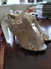 Ladies heels size 4