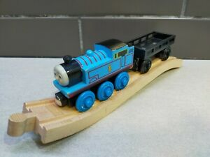 THOMAS & CARGO CAR Thomas & Friends Wooden Railway Trains with Ascending Track