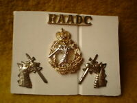E ROYAL AUSTRALIAN ARMY 4 METAL BADGES RAADC DENTAL CORE