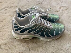 Mens Nike Air Max Plus TN Running Shoes Green 852630-302 Sz 9 Sample Rare