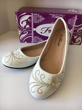 Women's Embroidered Flowers White Flat Shoes 6.5
