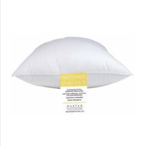 Lot of 2 Martex Brentwood Pillow Gold Label, Jumbo / Super Standard Size