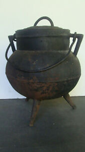 late18th / early 19th C cast iron lidded spider legged cooking pot no reserve  *